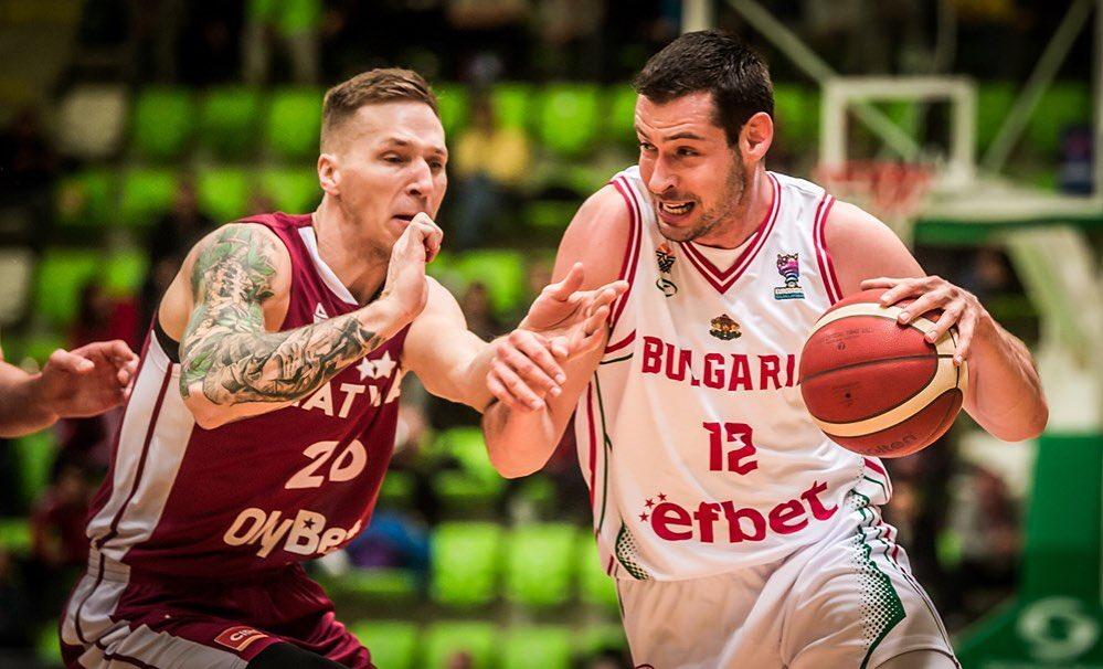 V dresu Bulharska si zahrál třeba proti Lotyšsku  Foto: FIBA